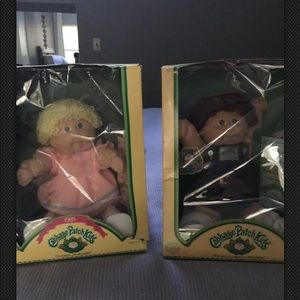 Two cabbage patch kids with birth certificates